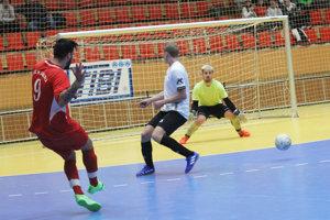 O Pohár firmy TIBI bojovalo 14 tímov. Obhajca trofeje z Hornej Kráľovej vypadol vo štvrťfinále na penalty s Večou.