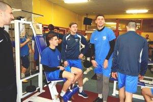 Futbalisti Fomatu už zarezávajú v posilňovni.