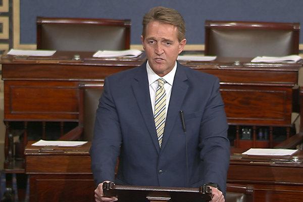 Republikánsky senátor Jeff Flake.