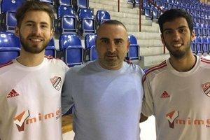 Zľava Gustavo Henrique Steinwandter, prezident klubu Milan Kamenský a Ricardo Camara Sobral Filho.