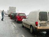 Akonáhle napadne pár centimetrov snehu, na horskom priechode Donovaly zvyknú byť problémy.