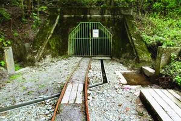 Obnovený banský prekop na turistov zatiaľ iba čaká.