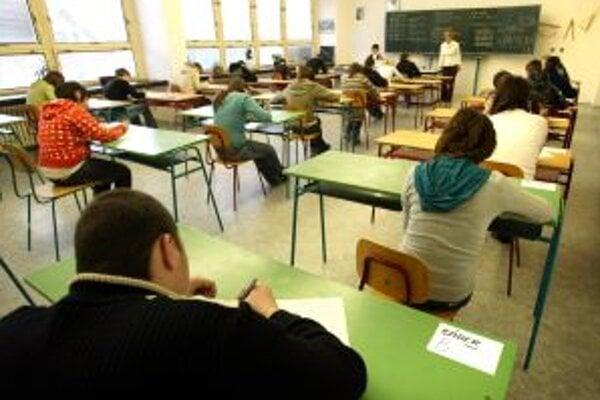 Už od zajtra zatvoria všetky stredné školy v pôsobnosti kraja.