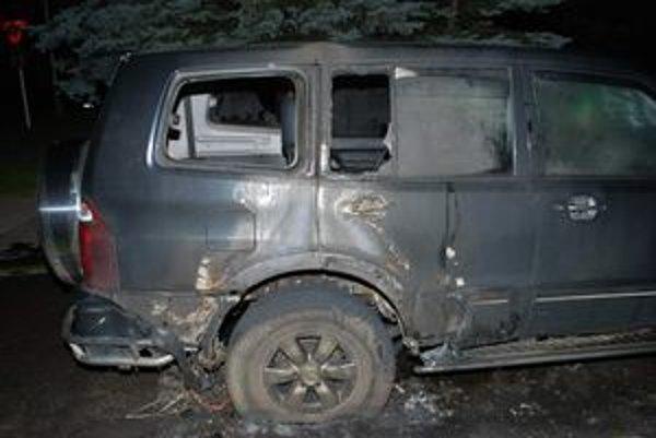 Zhorené Mitsubishi Pajero.