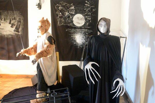 Upír a vlkolak na výstave Keď zubatá kosu brúsi.