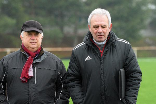 Tréner Peter Zelenský (vpravo) a manažér Ladislav Jaroš.