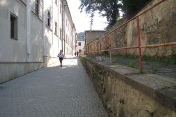 Podľa mnohých obyvateľov by sa charakter Krížnej ulice zmenil