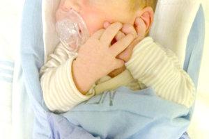 Katarína Uhnáková z Čajkova porodila 12. januára partnerovi Jiřímu Klinčokovi prvorodeného synčeka JURAJA Uhnáka. Malý Jurko po narodení vážil 3,3 kg a meral 50 cm.