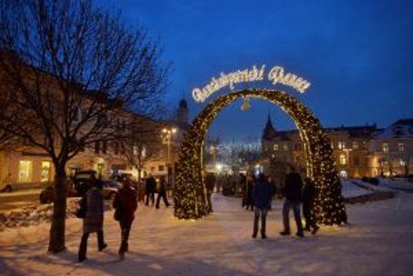 Na vianočných trhoch dostali priestor aj cirkevné zariadenia pôsobiace v Banskej Bystrici.