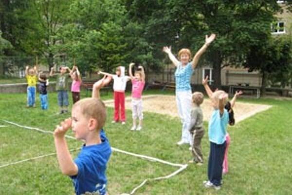 Športovali aj malí škôlkári.