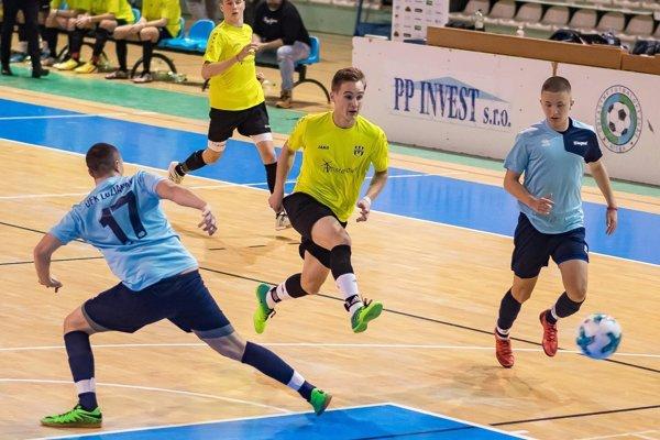 Prvenstvo obhájili dorastenci Nevidzian. Snímka je zo zápasu s Lužiankami.