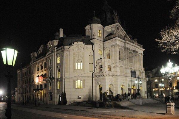 V Štátnom divadle Košice dnes uvedú hru Tom, Dick a Harry o 10.00 a  Trubadúr o 19.00 hodine.