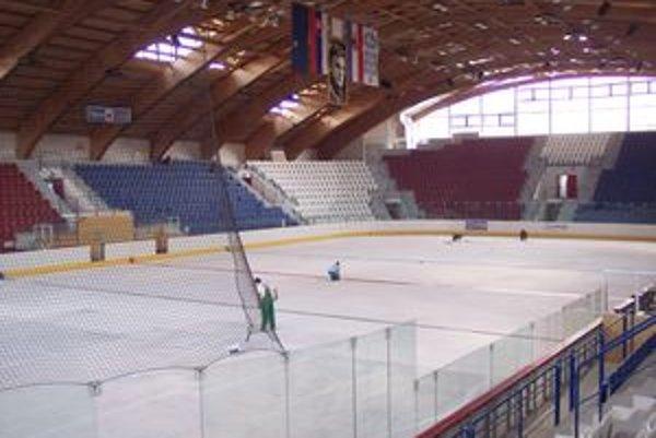Brezniansky štadión má 2500 miest.