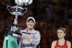 Caroline Woznicka (vľavo) vyhrala prvý grandslam v kariére.
