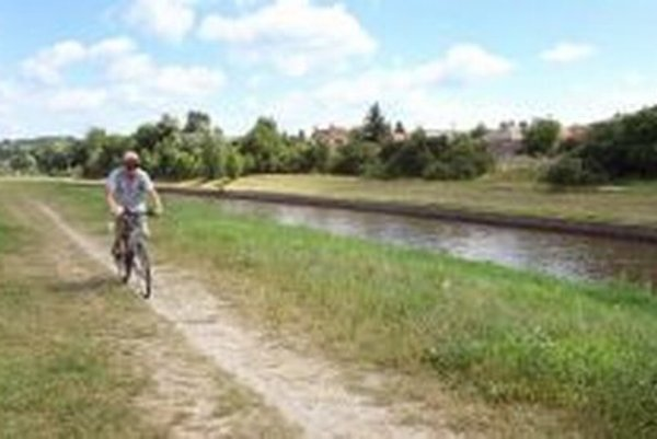 Tento rok by už mala začať aj výstavba Rodinnej cestičky popri Hrone.