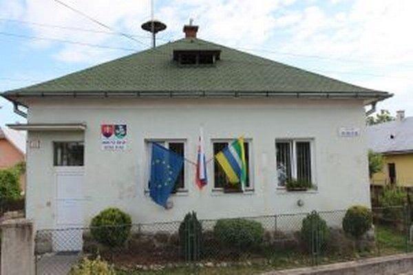 Voľby vo Veľkej Lúke sa konali v priestoroch obecného úradu.