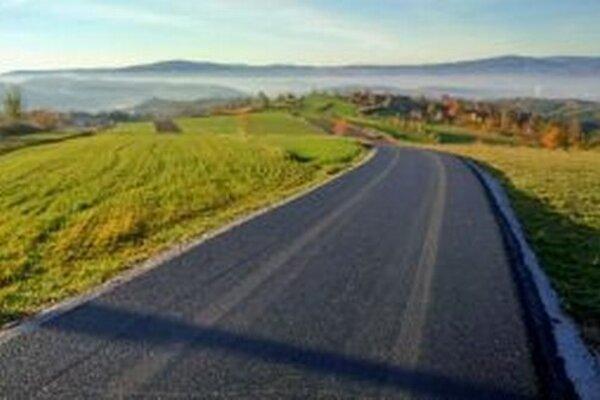 Hriňovské cesty dostávajú nový povrch.