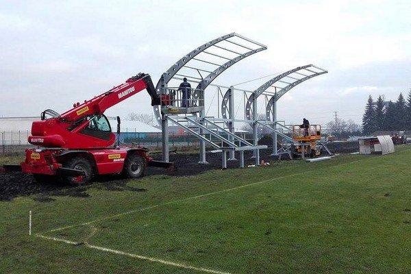 Tribúna sa už stavia. Na futbalový štadión vo Zvolene dáva štát 750-tisíc eur.