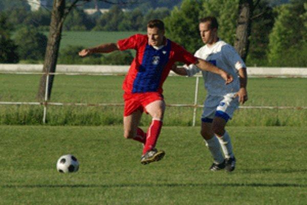 Kamil Piták (vľavo) počas zápasu Sielnice s Budčou.