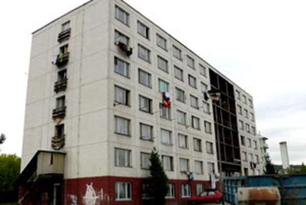 Ľudia sa z bytovky Pod Strážami nevysťahovali.