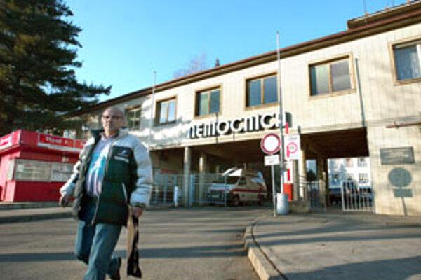 Eurofondy boli hlavným sporom medzi neziskovou organizáciou, ktorá nemocnicu spravuje, a šéfom kraja Milanom Murgašom.