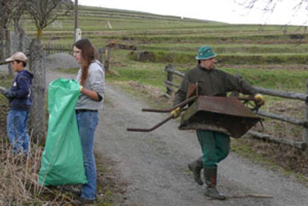 Tento rok už v Snohách nazbierali menej odpadu.