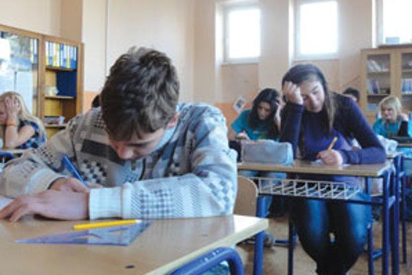Žiaci sa pri testoch poriadne zapotili.