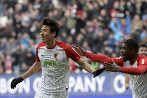 Koo Ja-Cheol sa teší zo svojho gólu do siete Frankfurtu.