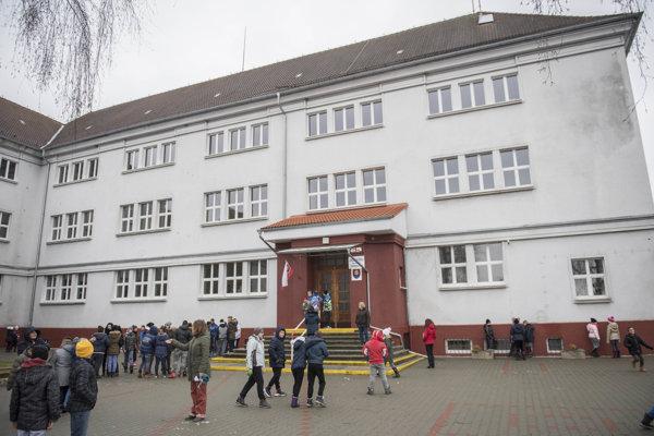 ZŠ v Záhorskej Vsi navštevovalo veľa známych osobností.