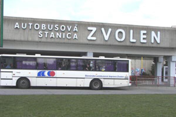 Policajné kamery osadili na autobusovej stanici.