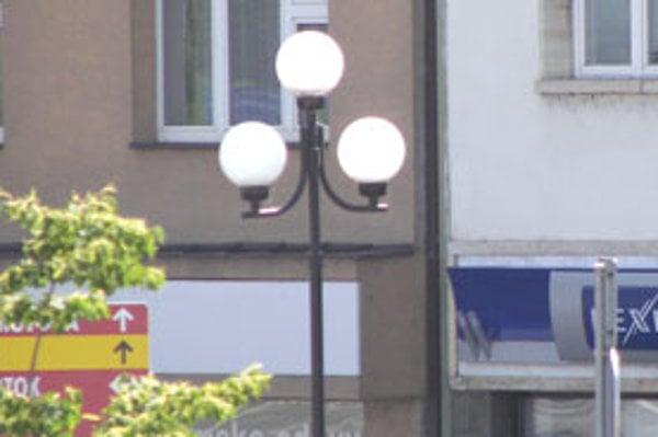Mesto Bratislava ešte nemá ukončenú rozsiahlu kontrolu verejného osvetlenia. ILUSTRAČNÉ FOTO