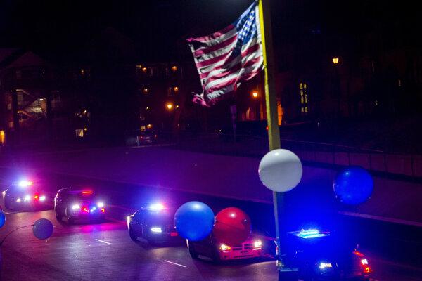 Procesia policajtov v Colorado Springs na počesť zosnulého policajta Micah Flicka.