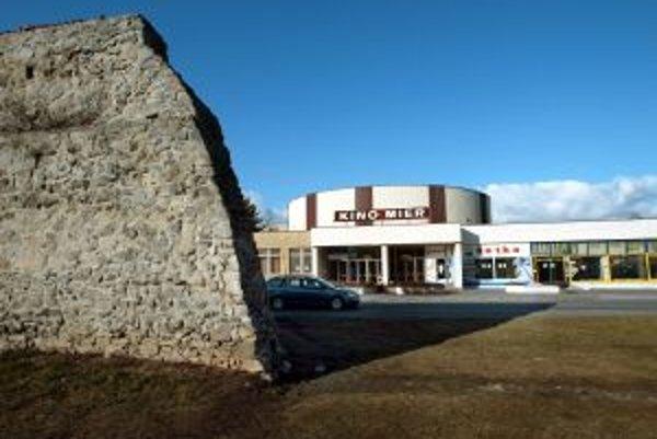 Tento pohľad na kino Mier je už minulosťou. Z budovy zostalo len torzo, investor ho plánuje zbúrať v budúcom roku v apríli.
