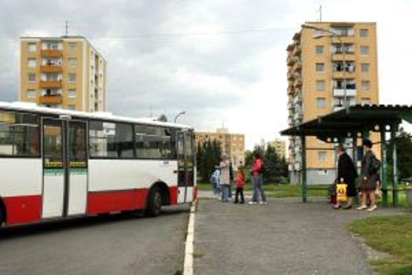 Autobusy budú brať naraz cestujúcich zo Sekiera a Lipovca.