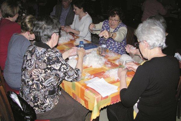 Ženy aj muži si vyskúšali páračky v Krupine