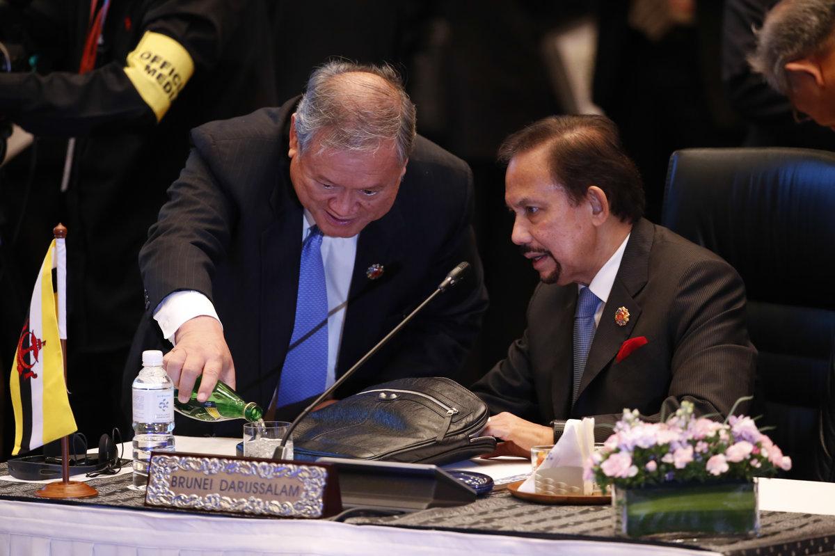 Brunejský sultán zakázal slávenie Vianoc, hrozí väzením