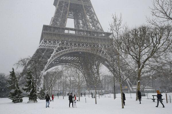 Eiffelova veža bola s jednou výnimkou zatvorená od utorka.