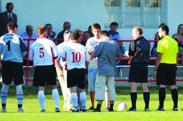 V Hornej Kráľovej mu futbalový klub venoval dres s jeho menom.