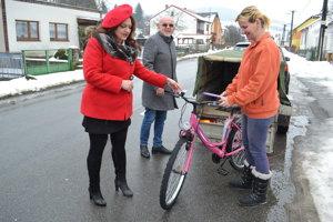 Bicykel uľahčí pani Miroslave život.