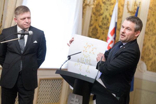 Podpredseda vlády SR pre investície a informatizáciu Peter Pellegrini a predseda vlády Robert Fico.