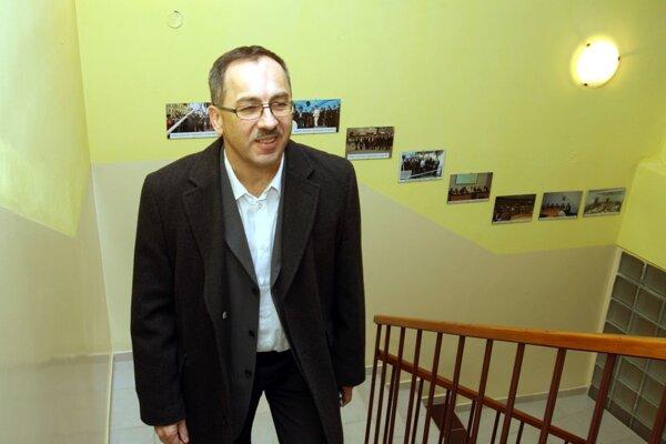 Vladimír Maňka obedoval s bezdomovcami.