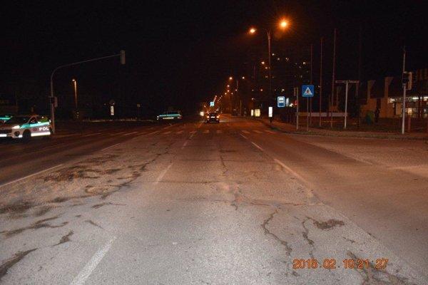 Nehoda sa stala na ulici M. R. Štefánika v Trenčíne, smerom do centra mesta.
