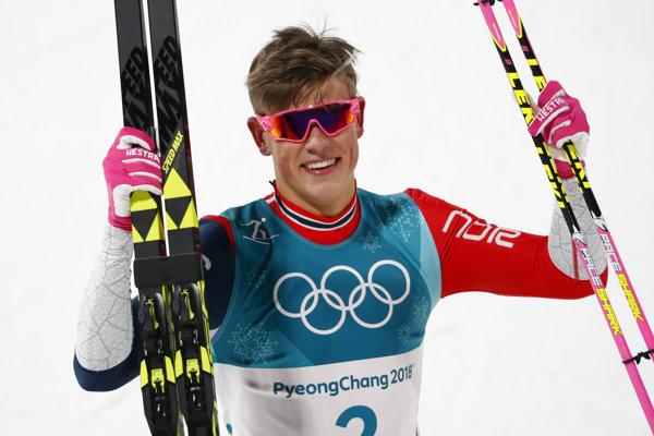 Najmladší olympijský víťaz v behu na lyžiach 21-ročný Johannes Hösflot Klaebo.