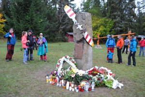 Pamätník pripomínaj letecké nešťastie vSlovenskom raji.