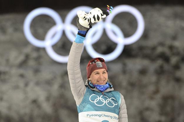 Anastasia Kuzminová oslavuje zisk druhej striebornej medaily.