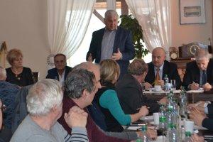 Šéf rezortu dopravy a výstavby SR Árpád Érsek sa v Mýtnej stretol aj s predstaviteľmi novohradských samospráv.