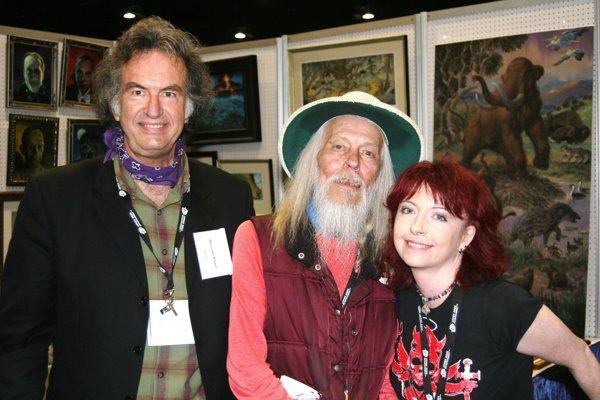 George Clayton Johnson (v strede) so spisovateľom Williamom Stoutom.