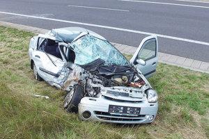 ORAVSKÝ PODZÁMOK, august 2016. Čelná zrážka na rýchlostnej ceste si vyžiadala smrť ženy z Renaultu.