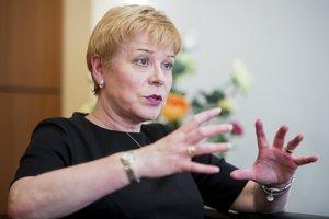 Linda Jackson je generálnou riaditeľkou značky Citroën. Na tento post nastúpila v júni 2014 a stala vôbec prvou ženou na tomto poste. Je držiteľkou titulu MBA z University of Warwick v Anglicku.