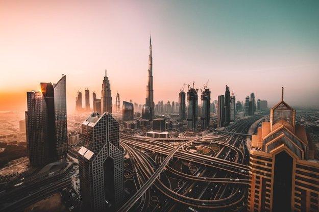 Burj Khalifa dominuje panoráme Dubaja